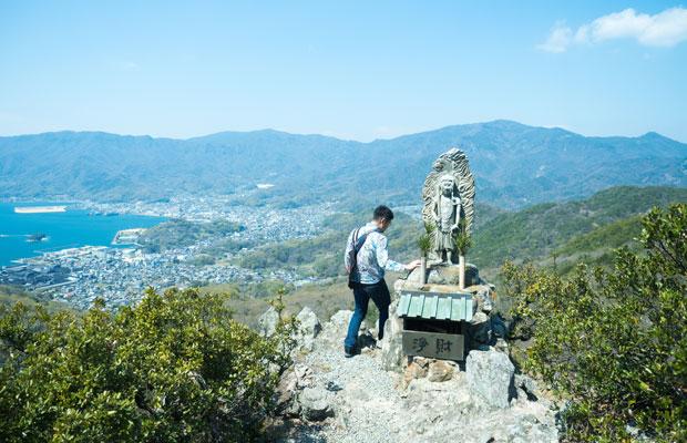 碁石山からは海、まち、島々を見渡せる。最高の景色。