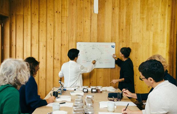 最近は、海外で漢方のレクチャーやワークショップをする機会も増えている。