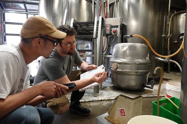 ビールを製造している様子