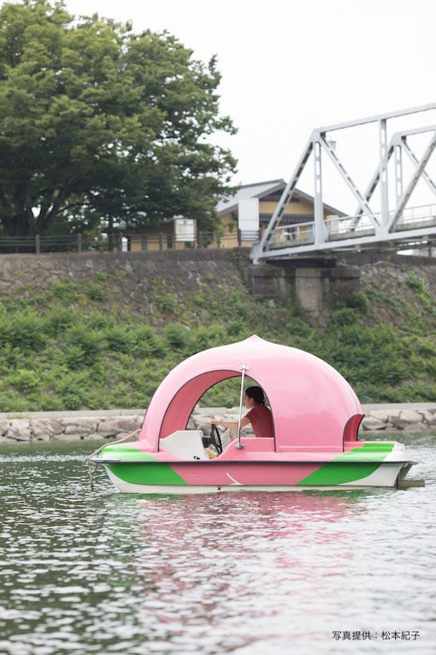 〈桃ボート〉