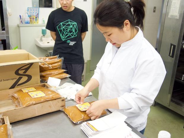 〈杣っこ味噌〉の製造過程。
