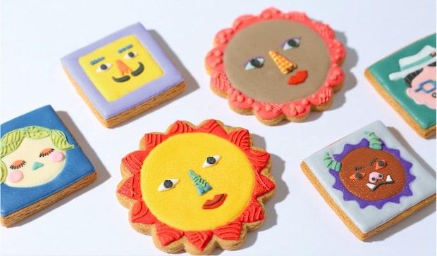 展覧会期間中販売される〈かおクッキー〉