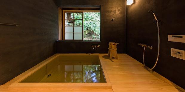 〈星岳〉のひのき風呂