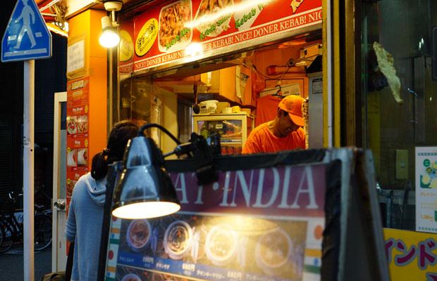 インド料理屋やケバブのテイクアウト専門店も。