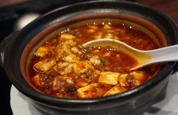 インタビュー中に食べた麻婆豆腐がすごくおいしかった。「四川」と謳っているが、あまり辛くない。