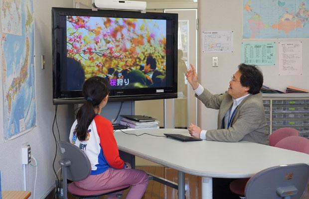 「桜は日本人にとって特別な花」という話から、桜にまつわるさまざまな言葉を学ぶ。