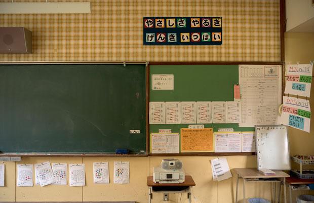 小学校の全校生徒は7名だったが、教室には元気いっぱいの声が響き渡っていた。(撮影:佐々木育弥)