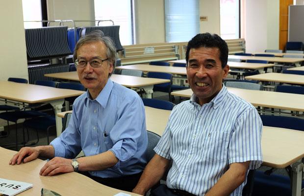 吉野正敏さん(左)と細田孝哉さん(右)。吉野さんは札幌のフリースクール〈月寒スクール〉を運営する北海道自由が丘学園の代表理事。細田さんは札幌にある養護学校の教員。