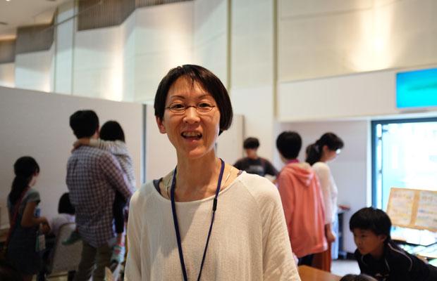 札幌に住む綿谷千春さん。3児の母で、学校づくりの活動のほかに、キムチづくりワークショップをはじめ、さまざまなイベントを企画している。