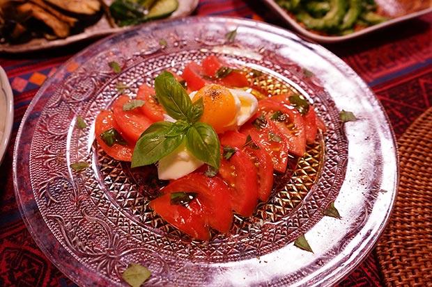 トマトとバジルサラダ