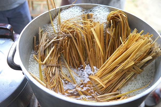 藁苞を熱湯消毒