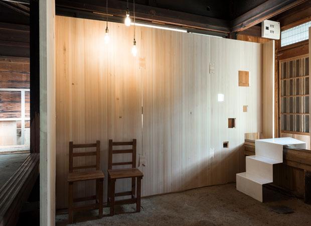 クマノバンの壁面が美しいドマギャラリー。(撮影:松村康平)
