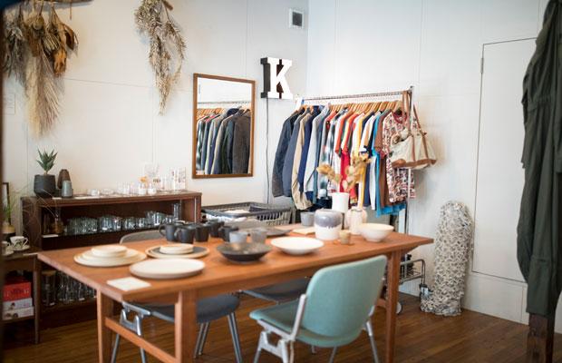 STOVEには、隼さんが設計したダイニングテーブルなどの家具、自らがセレクトした日用雑貨や陶芸作家による器、ヴィンテージの家具、洋服などが並ぶ。