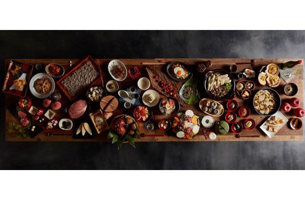 「東北を味わい尽くす」イメージでつくられたウェブサイト。テーブルの上に東北6県の名産品が並びます。