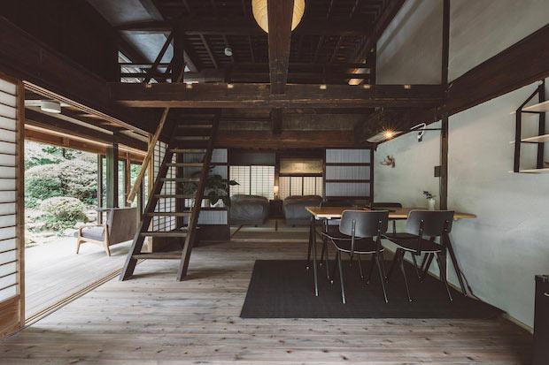 80平米のスイートルーム「OHYA1」(ガーデンビュー・スイート)。屋根裏を改装した広いロフトは、重厚な梁が間近で見られる非日常空間。