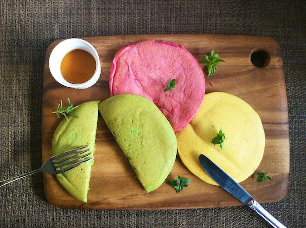 〈天然野彩〉のパンケーキキット(長野県辰野町)。減農薬で栽培した長野県辰野町産の米粉と、無農薬野菜を手作業で低温乾燥した野菜パウダーを使用。