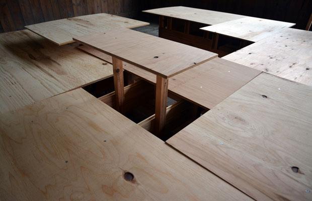 水平面のディテール。シンプルなつくりだが、脚の配置やビスを打つ位置などを計算して設計・施工している。