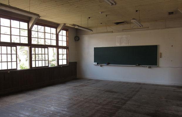 旧神上中学校の教室