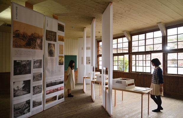 障子紙を用いて空間をつくった「田本研造展」。