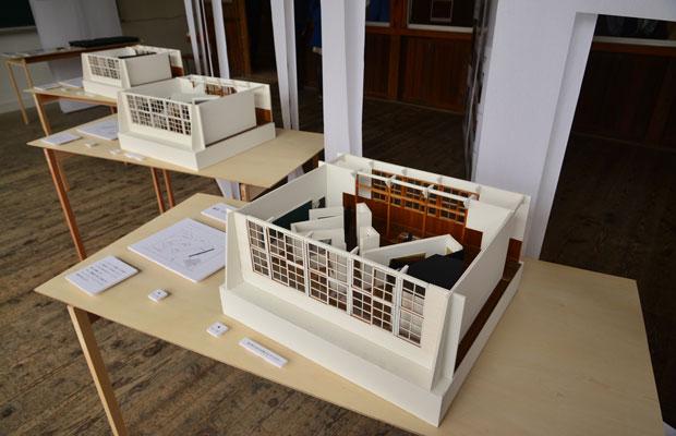 「もしもこの教室が田本研造記念館になったら」という模型を展示。