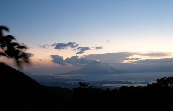 美しい朝焼けの桜島。