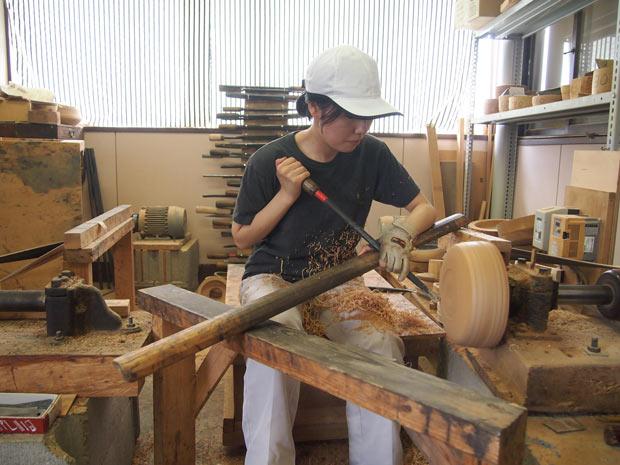 秋田県「川連漆器」の世界で、これからの伝統工芸の在り方を模索する小さな挑戦者