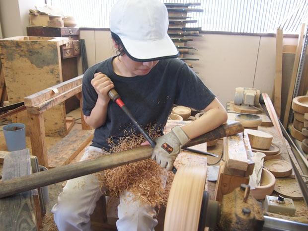 木地づくりで使う道具も職人自らが鉄を叩いて作るのだとか。