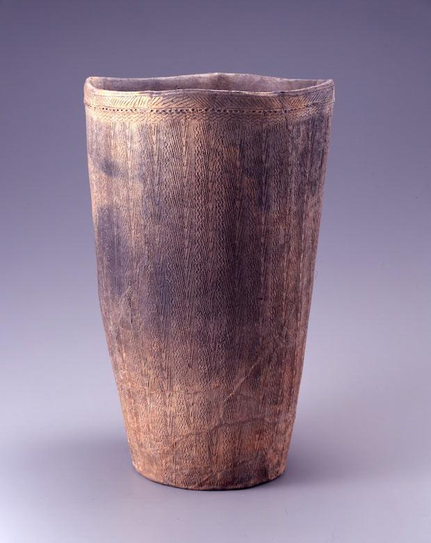 「深鉢形土器』縄文時代前期 紀元前5000~紀元前3000年  岡田美術館蔵