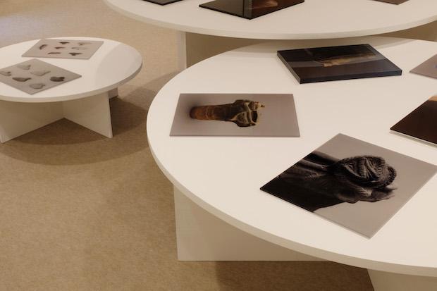 津田直写真展〈湖の目と山の皿〉展示風景