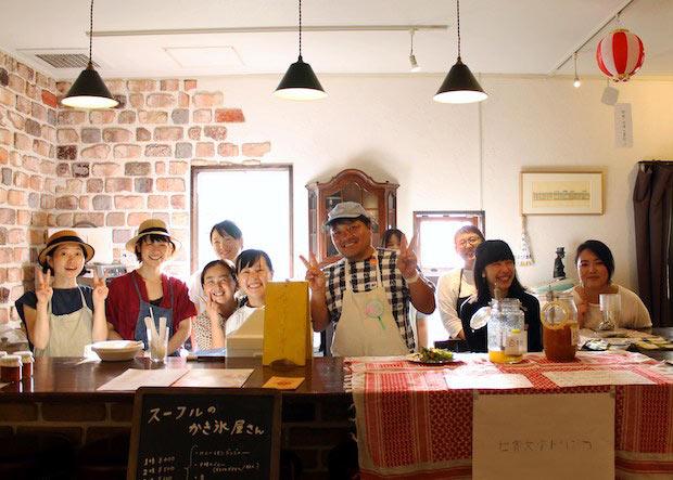 校長でありながらすべての授業に立ち会い、授業を見守る古賀鈴鳴さん(中央)。「いわば担任のような存在でもあります」と、古賀さん。