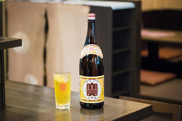 〈宝焼酎 25度 1.8L〉のボトル