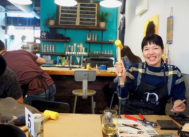DIY BARでものづくりを行う小島さん。(写真提供:RINNE)