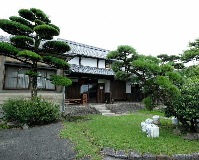 福岡県久留米市の西部に蔵を構える山の壽酒造。おいしい以上の「すごくおいしい」を目指し、チームワークで酒づくりに臨んでいる。
