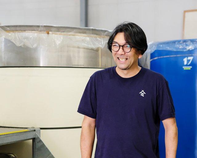 取材後、蔵を案内してくれた気さくな斉田さん。