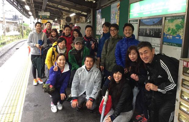 鎌倉美学のスタッフや常連客による課外活動も行われている。写真は、「湯河原温泉オレンジマラソン」に参加したときの一枚。(写真提供:鎌倉美学)