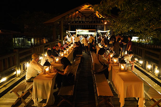 社会実験のひとつとして行った〈橋の上のレストラン〉はムード満点で大人気だった。