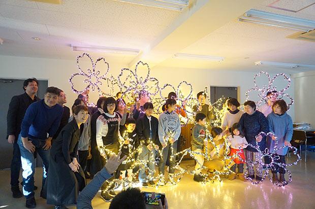 みすゞの『さくらの木』と『落ち葉のカルタ』という詩から「桜」と「紅葉」のモチーフに。金子みすゞ記念館の草場睦弘さんを迎えて作品解説が行われた。