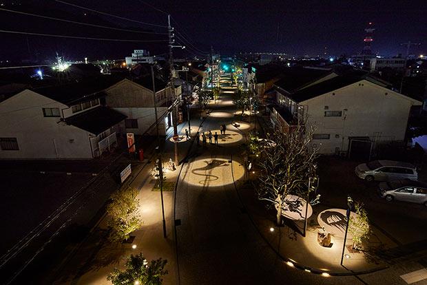 長町さんによる鳥取県境港市の「水木しげるロード」リニューアル照明演出。照明デザイン賞の最優秀賞に輝いた。