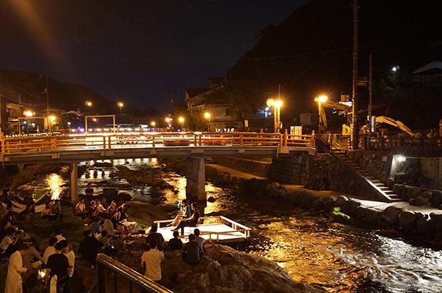 2018年9月開催の「おとずれリバーフェスタ」では川のライトアップを中心に夜間照明実験が行われた。