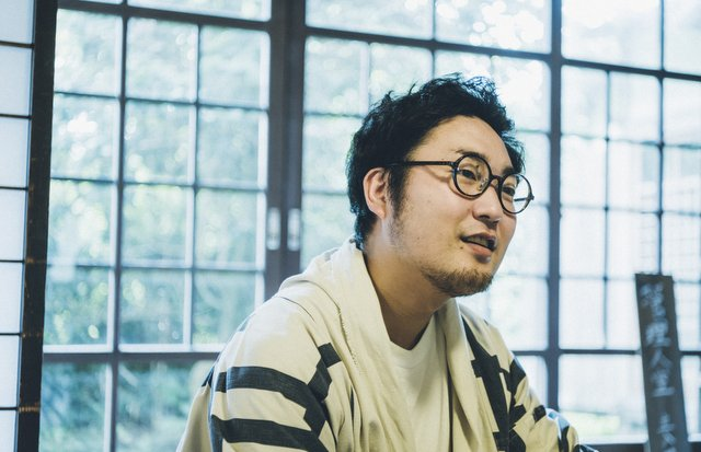 秋田県鷹巣町(現・北秋田市)出身の〈kedama inc.〉代表取締役・武田昌大さん。2010年、秋田の米をネット販売するサービス〈トラ男〉をスタートさせた。現在はシェアビレッジ・プロジェクトの「村長」も兼任。