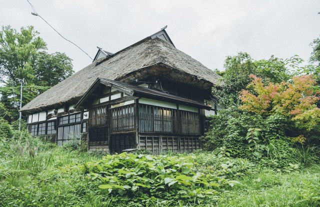 秋田県・五城目町にある築138年の古民家「町村(まちむら)」。500年以上も続く五城目朝市へのアクセスも良好だ。