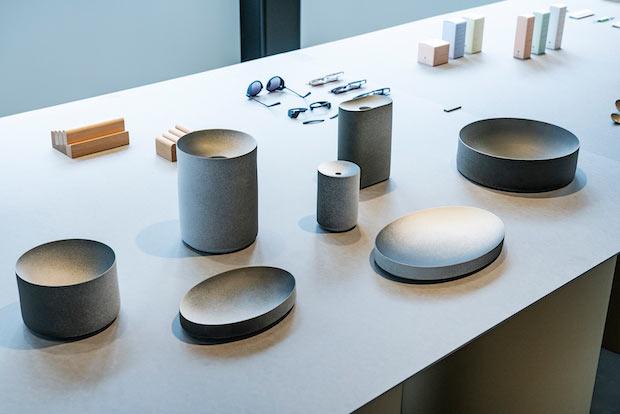〈2016/CK As if〉展示風景。〈2016/〉は有田焼創業400周年を記念して立ち上げられたブランド。16社の有田の商社・窯元と16組の国際的なデザイナーの才能を結集する。Photo:Kenta Hasegawa