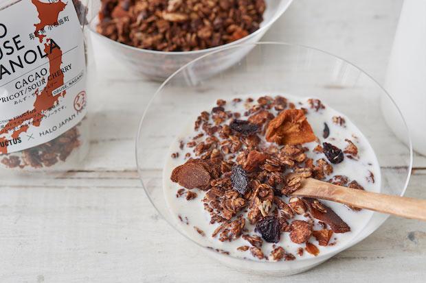 「OBUSE GRANOLA CACAO」原材料:オート麦、カカオニブ、蜂蜜、アーモンド、米胚芽油、小麦粉、ブラウンシュガー、ヒマワリの種、ココアパウダー、ドライフルーツ(あんず、サワーチェリー/小布施産)、シナモン、自然塩、バニラ 価格:900円(税抜)