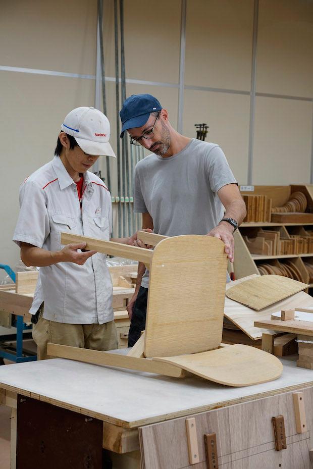 〈スイスデザイン/メイド・イン・ジャパン〉展のアートディレクター/キュレーター、ダヴィッド・グレットリ(Glaettli Design Direction Ltd.)。ミラノとローザンヌ(ECAL)でインダストリアルデザインを学び、現在は日本を拠点に〈カリモクニュースタンダード〉〈スミダ コンテンポラリー〉のクリエイティブディレクションなどを手がける。Photo:Kenta Hasegawa