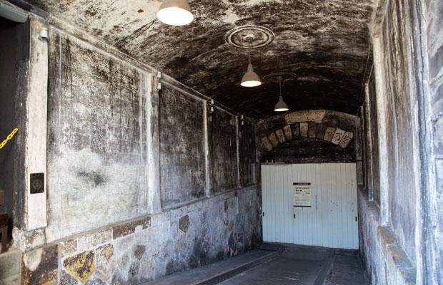 1898(明治31)年につくられ、上越市の指定文化財となっている第二号石蔵入り口。
