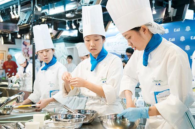 東日本Aブロック代表の名古屋調理師専門学校「amusant」チーム。