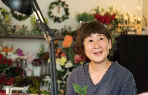 横浜では文江さんのマッサージを受けて、かわりに花を生けるという技術の交換をしていたという由紀子さん。