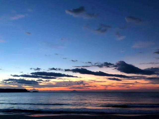 宵の下田の海と空