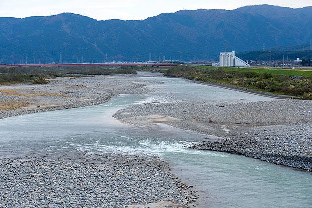 普段は穏やかな手取川の流れ。