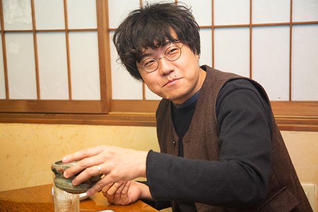 ほろ酔いの会話も次々とすてきな言葉になる朝倉さん。郷土への愛を軽やかな言葉にのせて語っていただきました。